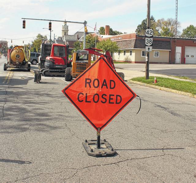 Due to storm sewer maintenance, the City of London will be closing State Route 38 (Elm Street) and U.S. Route 42 (East High Street) to all east and westbound traffic between Walnut Street and the Elm and High Street Y through Friday, Sept. 29. Through truck traffic should follow posted detour signs to avoid the work area. For maps and and detour information, visit ci.london.oh.us or London Ohio Government Services on Facebook.
